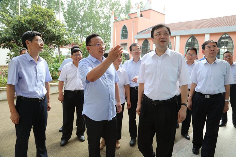 省委常委、统战部长杨岳来灌调研统战工作