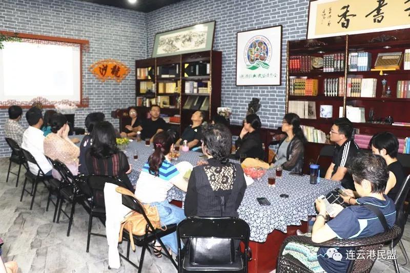 喜迎教师节 民盟连云港市委为盟员教师送关爱